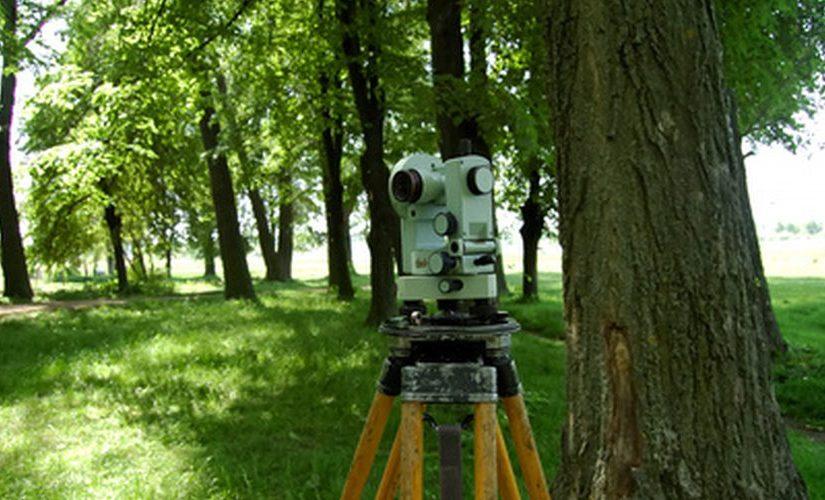 Daugumoje šiuolaikinių teodolitų įrengiami optiniai svambalai