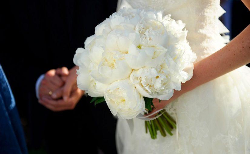 Vestuvinės puokštės komponuojamos iš įvairių gėlių ir įvairių formų